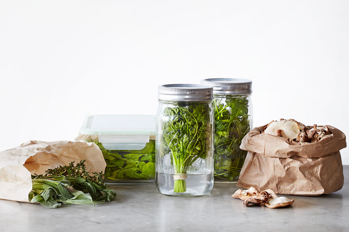 Mason Jars, Glass Lock Storage Containers And Paper Bags Are All You Need  To Keep Your Produce Fresh